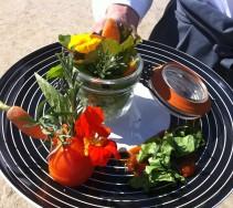 18 Presentation de fleurs comestibles lors des journees du patrimoine au chateau de la Buissiere